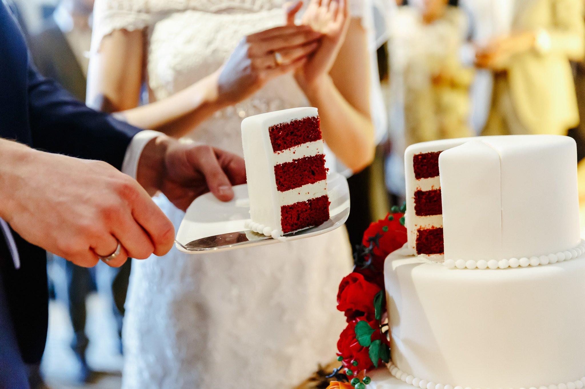 Wanneer Kun Je De Bruidstaart Aansnijden Theperfectwedding Nl