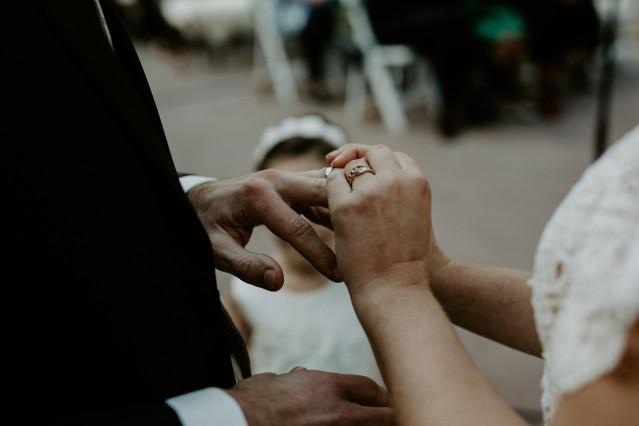 Brautpaar und Eheringe