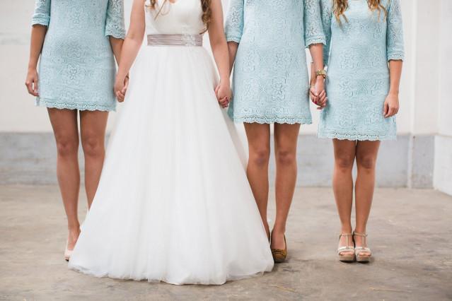 Jurk Bruiloft Blauw.Stijl Je Bruidsmeisjes In Blauw Theperfectwedding Nl