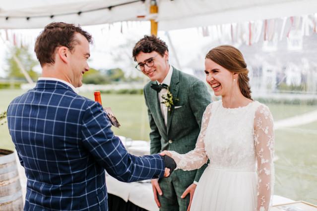 Wieviel Geld Schenkt Man Zur Hochzeit Der Tochter