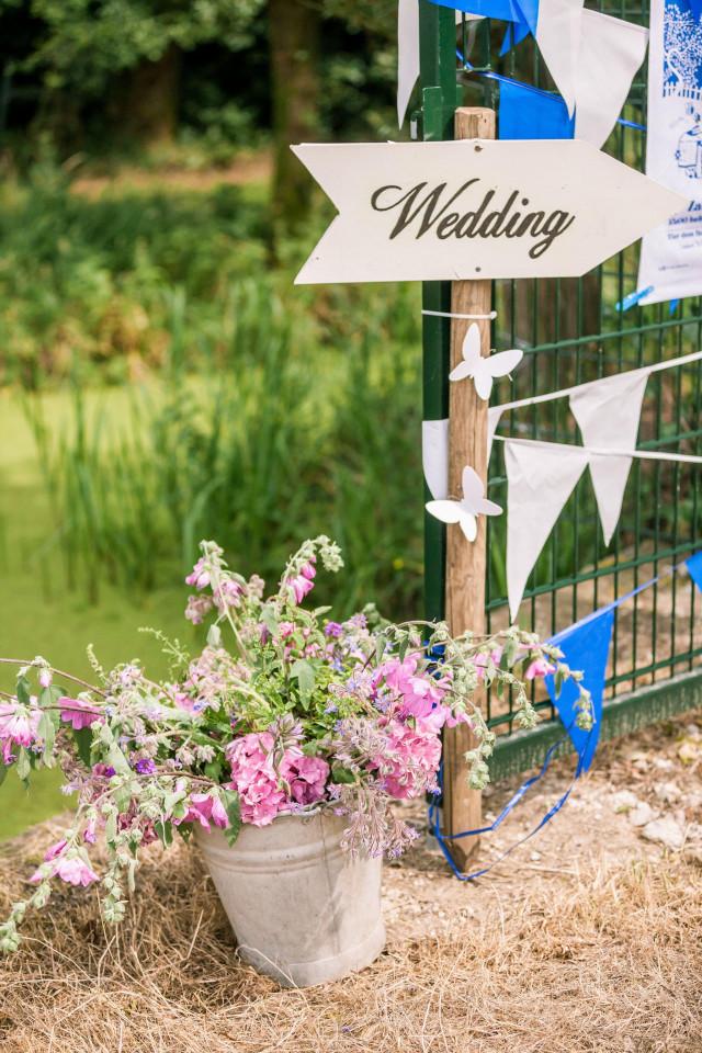 Taken van een ceremoniemeester op een bruiloft for Bruiloft decoratie zelf maken
