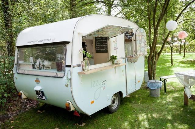 Mobiele catering 5x food trucks voor je bruiloft - Caravan ingericht ...