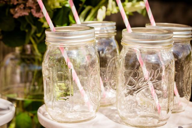Decoratie met de jampot of mason jar op je bruiloft - Decoratie terrace ...