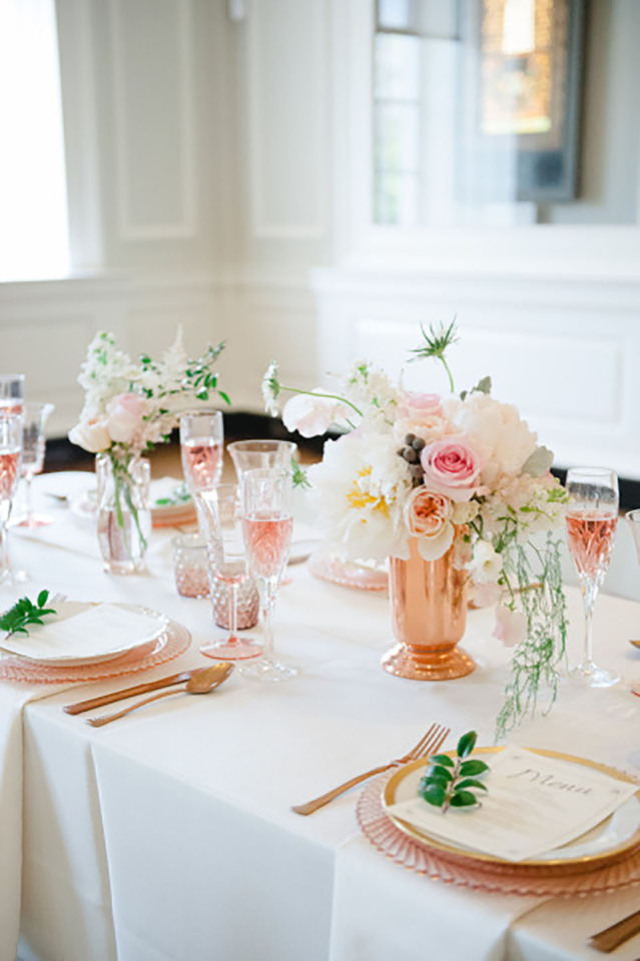 Themakleur rose goud op je bruiloft for Tafeldecoratie bruiloft
