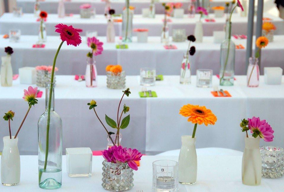 Gerbera als tafeldecoratie for Tafeldecoratie bruiloft