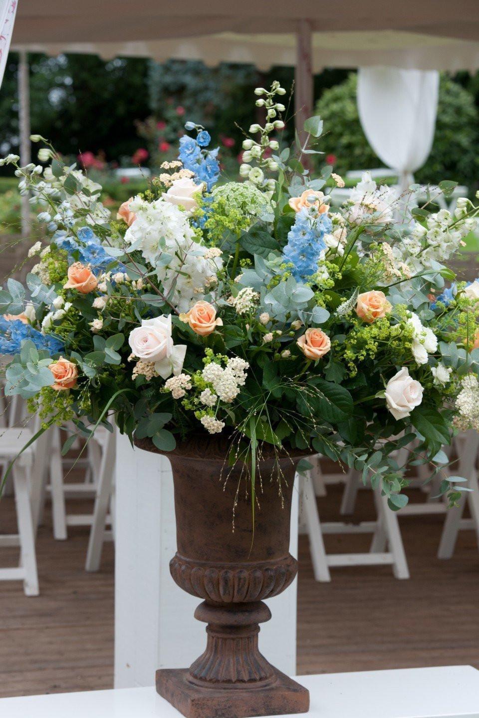 Groot bloemstuk in pasteltinten - Voorbeeld van decoratie ...