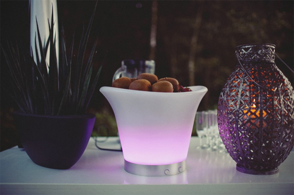 Plant kaars en vaas als decoratie op tafel for Decoratie in vaas