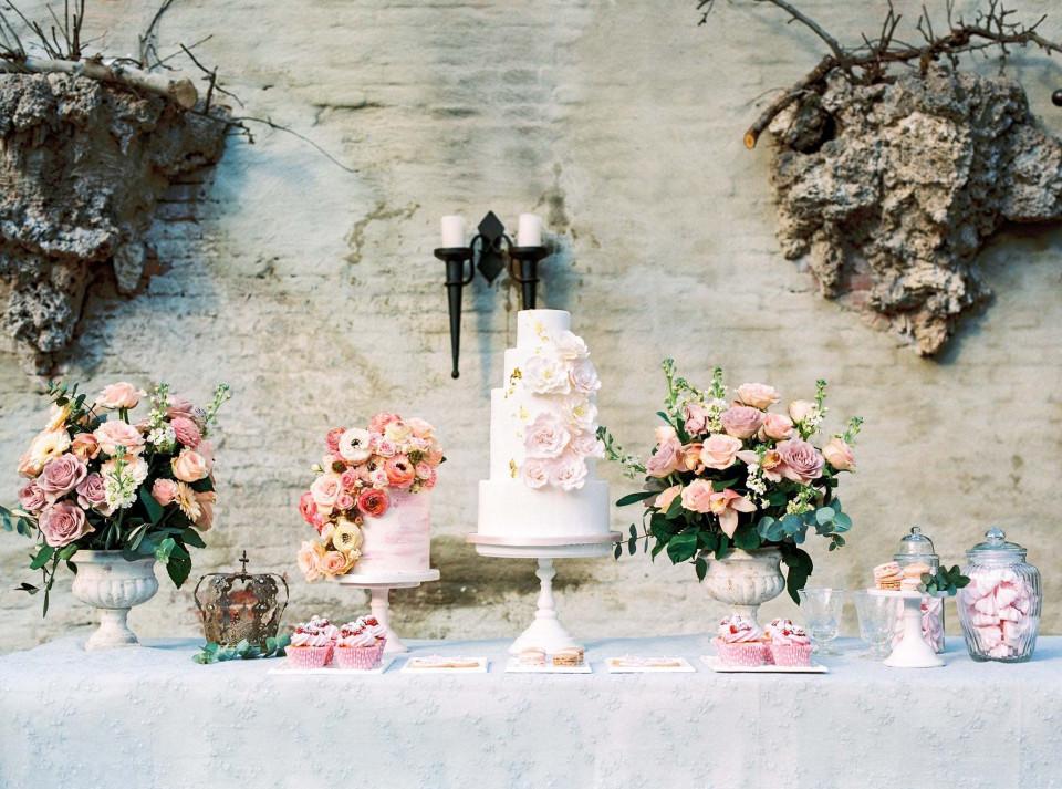 Bruidstaart witte naked cake | ThePerfectWedding.nl